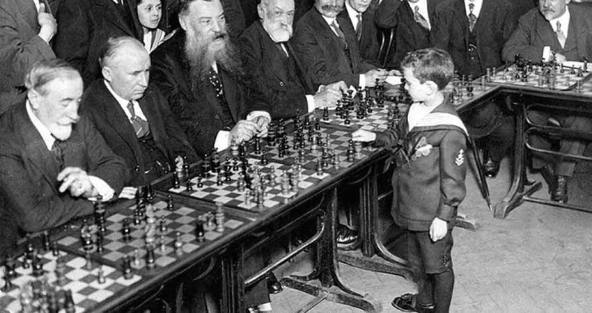八歲男童「1個對20個」成西洋棋大師 小手曾拿過「8次全國冠軍」