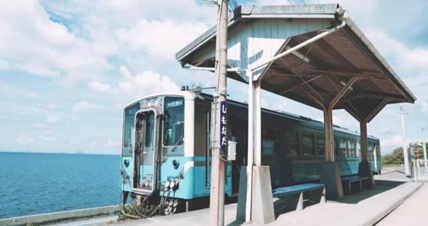 全世界離海最近的車站!列車從海上行過,美如《千與千尋》!