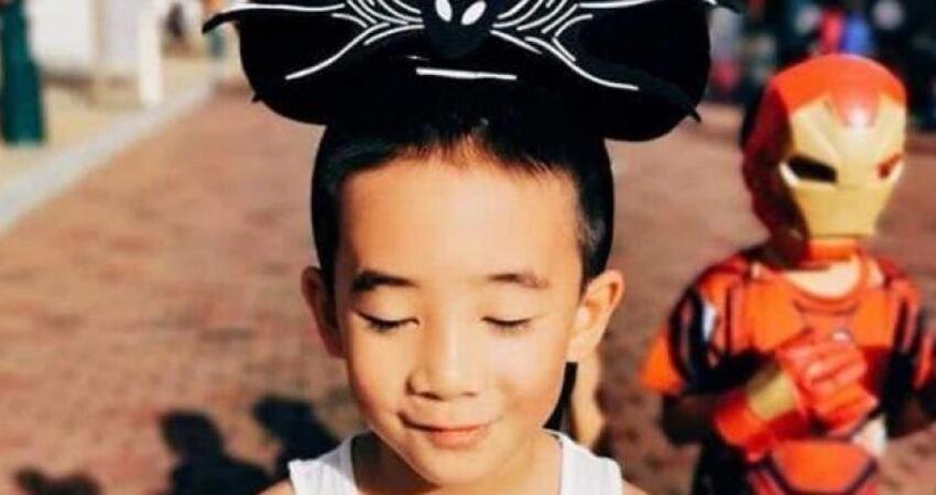 應采兒一家去遊樂場,陳小春機靈細心護老婆6歲小小春搞怪可愛