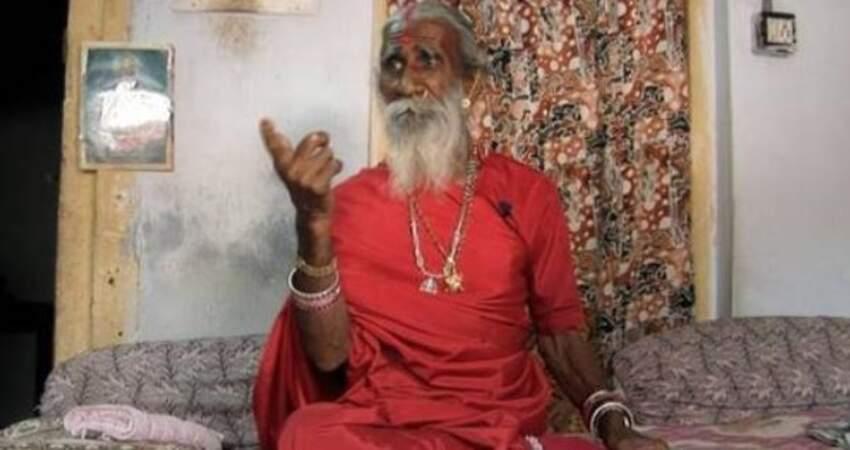 8歲開始,不吃不喝只吸空氣82年!證實印度「瑜伽神人」90歲高齡逝世