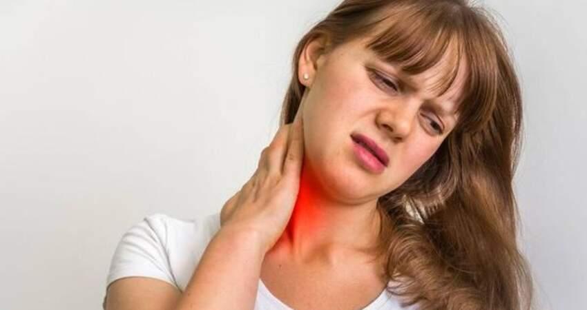 脖子上摸到了一個硬疙瘩,到底是什麼?3個原因,排在最後務必要擔心