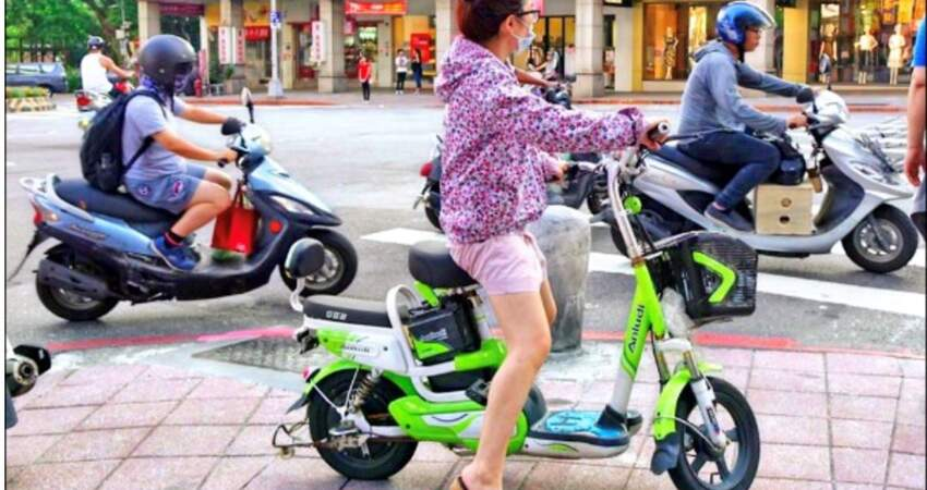 管制再升級!交通部擬修法納管「電動自行車」:未滿14歲不得騎乘+比照機車掛牌!