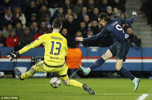 314BD65400000578-0-Cavani_latches_on_to_Angel_di_Maria_s_throughball_to_slide_throu-a-2_1455662866236.jpg