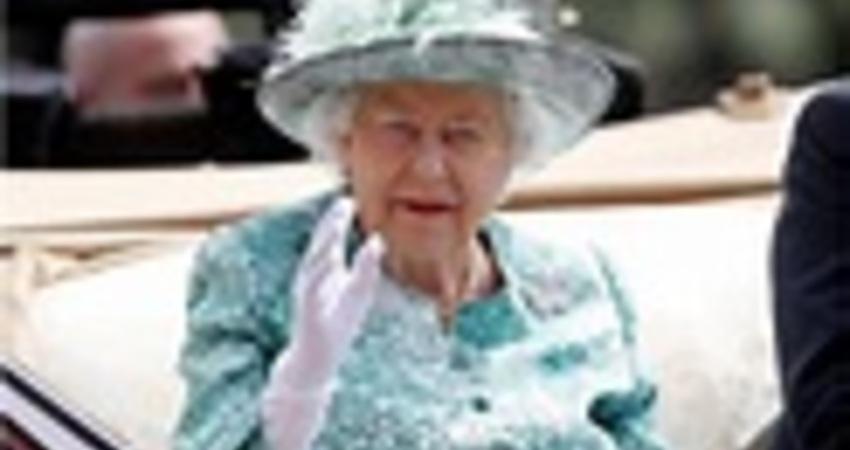 英女王駕崩消息瘋傳 卻被拍到赴白金漢宮