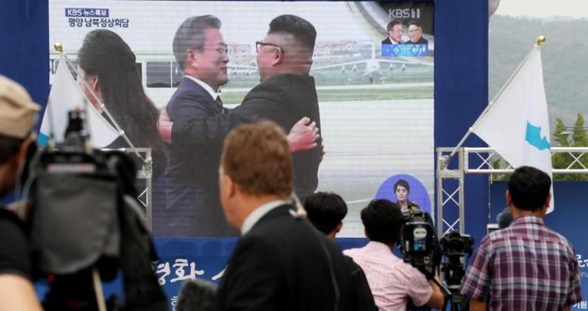「很丟臉!」 文在寅三抱金正恩 不少南韓人看不下去