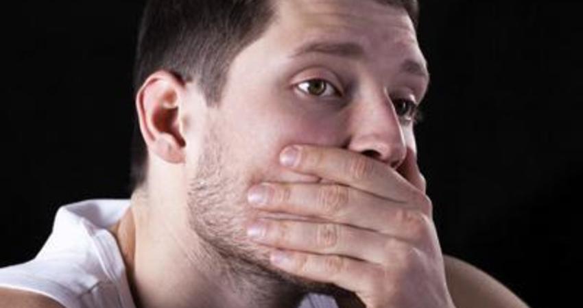 每天刷牙還有口臭是怎麼了?醫生:很可能是這幾種症狀,別大意