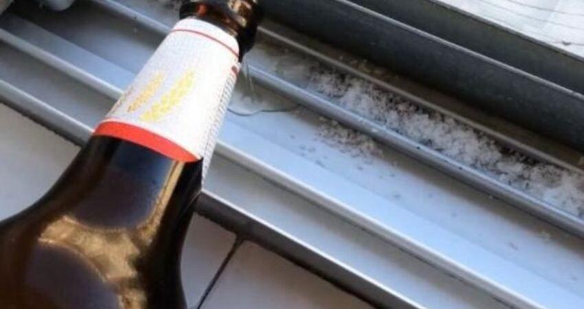 啤酒倒在窗戶縫隙上,竟這麼厲害!省錢省事又省力,家家必學!
