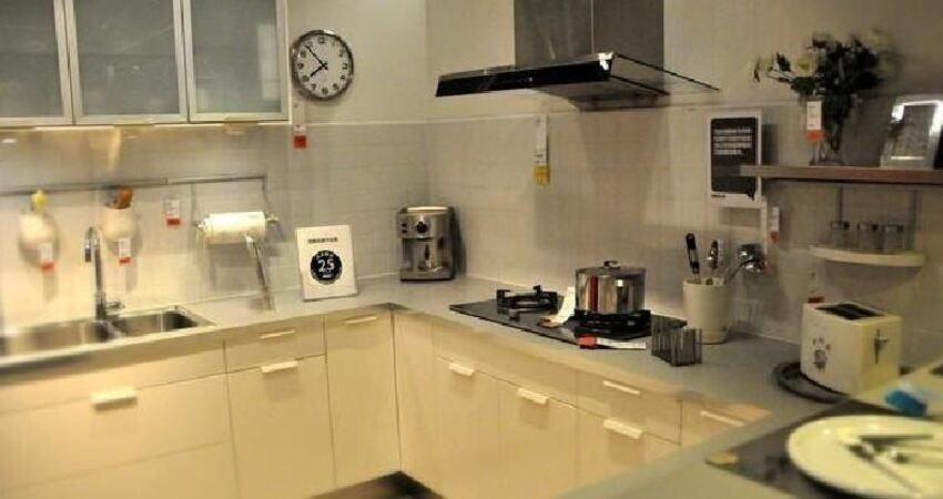 廚房鍋用久了底部油漬難除?這4個小方法,能讓你省下不少力