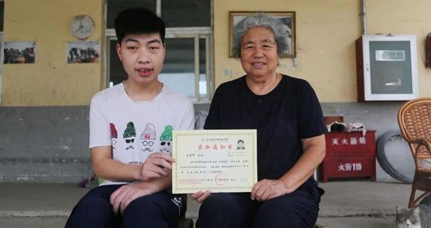 73歲奶奶一生收養23名孤兒棄嬰考上大學「回家」給「奶奶」報喜