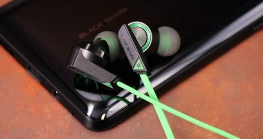 黑鯊3.5入耳式遊戲耳機(圈鐵版),這是及時而必要的好選擇