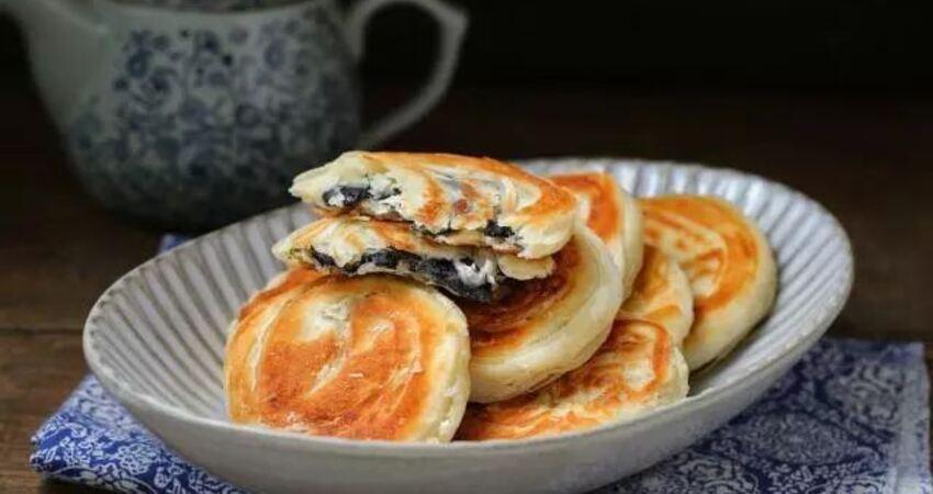 簡單易學的油酥餅,平底鍋就能做,放涼了更酥脆,咬一口直掉渣!