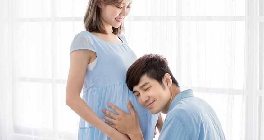 胎動什麼感覺?孕婦用「嘴」神模擬