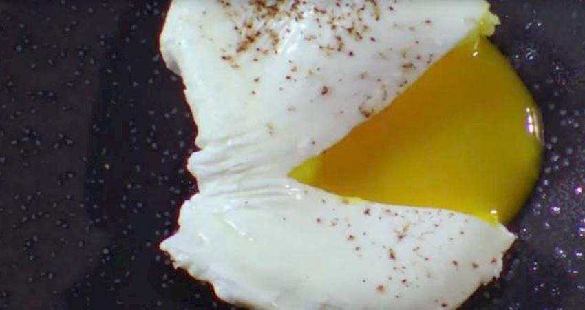 米其林大廚做水煮蛋,下鍋先將水攪拌一下,切開才知道為啥貴