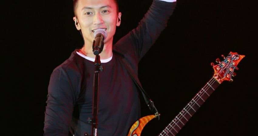 謝霆鋒宣示重返歌壇 前妻張柏芝疑暗嗆「沒用的男人」