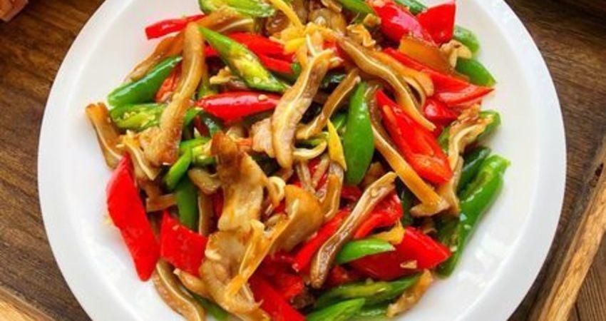 百吃不厭的家常菜,爆炒豬耳朵,口味咸香,超下飯