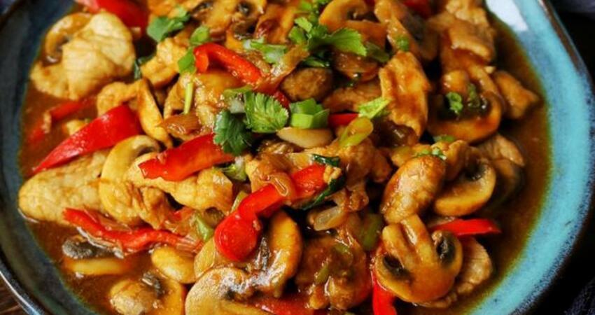 做蘑菇小炒肉時,注意兩個小技巧,吃起來又香又嫩還不老