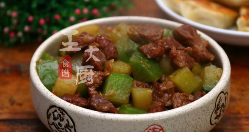 家常牛肉炖蘿卜,牛肉酥爛,蘿卜入口即化,湯鮮味美的下飯菜