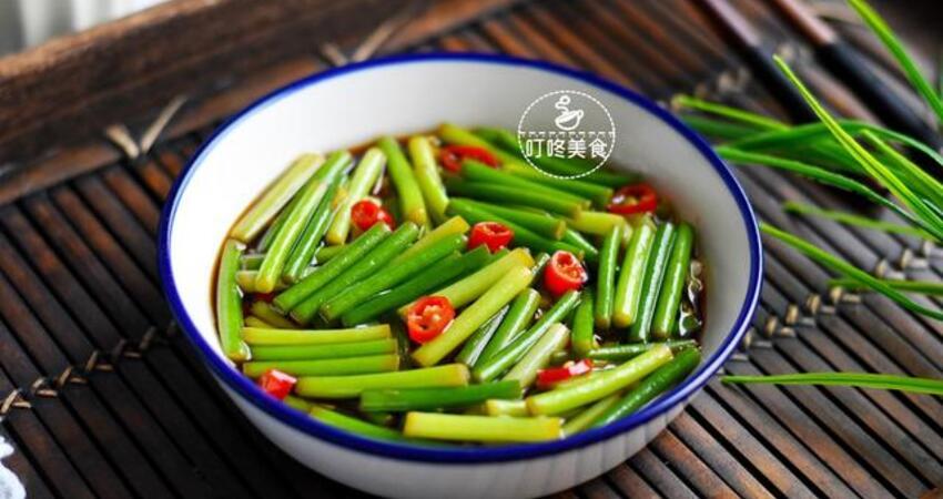 蒜苔最好吃的做法,簡單一拌,開胃又下飯,三天不吃饞得慌!