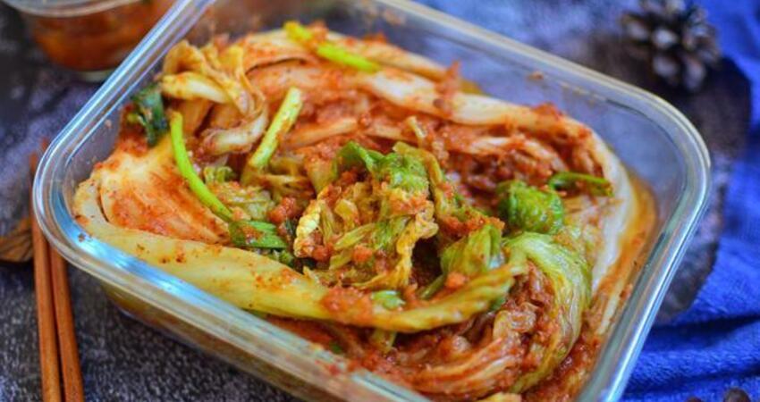 很多人愛吃辣白菜,可是總做不好,閨蜜媽媽教我一個韓國人的辦法